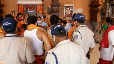 Photo of महाकाल सभामंडप में पुजारी प्रतिनिधि और पुलिस के बीच विवाद