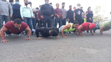 Photo of बॉडी बिल्डर ने टॉवर पर लगाई दंड बैठक, किया अनूठा प्रदर्शन