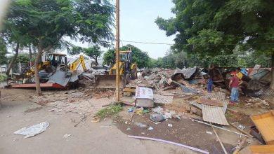 Photo of हरि फाटक ब्रिज के समीप अतिक्रमण पर चली प्रशासन की जेसीबी । Encroachment broken in Ujjain